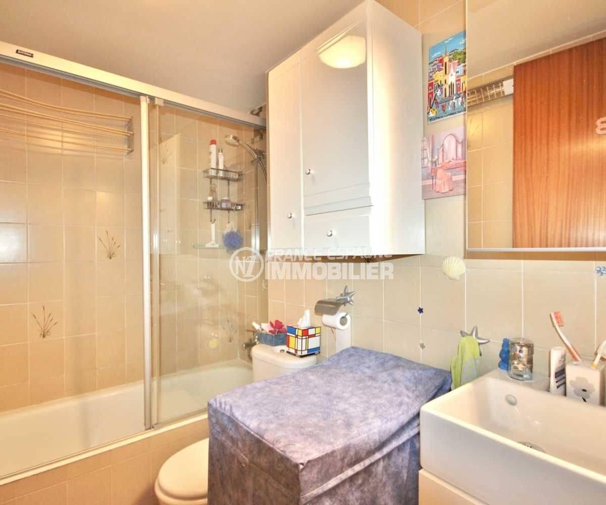 immo espagne costa brava: appartement 52 m² avec salle de bains et toilettes