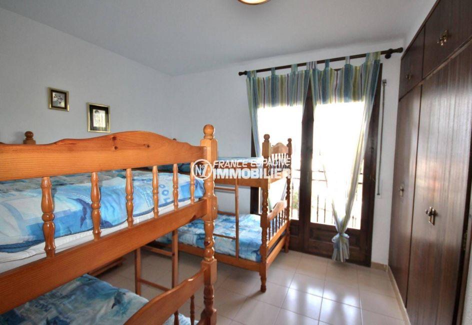 roses immobilier: villa 77 m², troisième chambre avec 2 lits superposés: 4 couchages