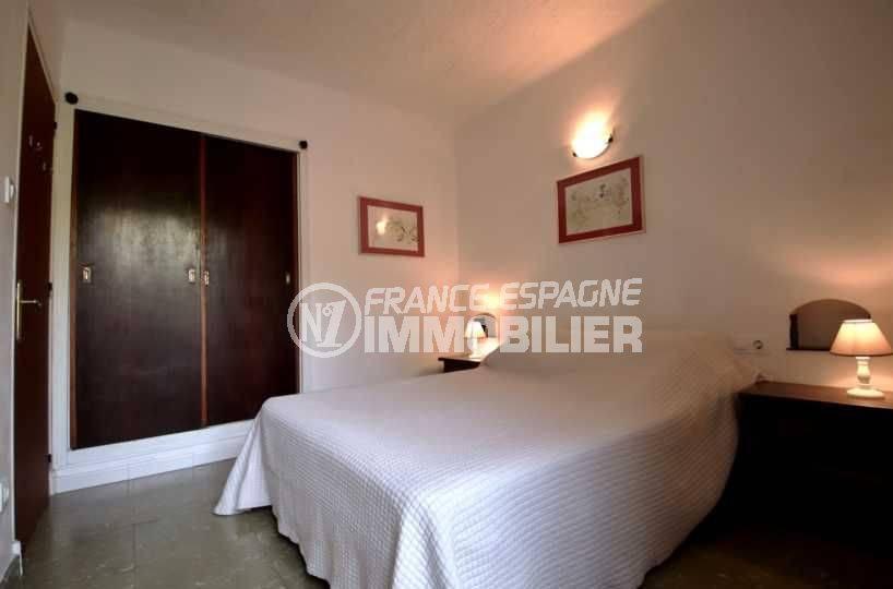 agence immobilière rosas: appartement ref.3767, aperçu chambre 1, coté penderie intégrée