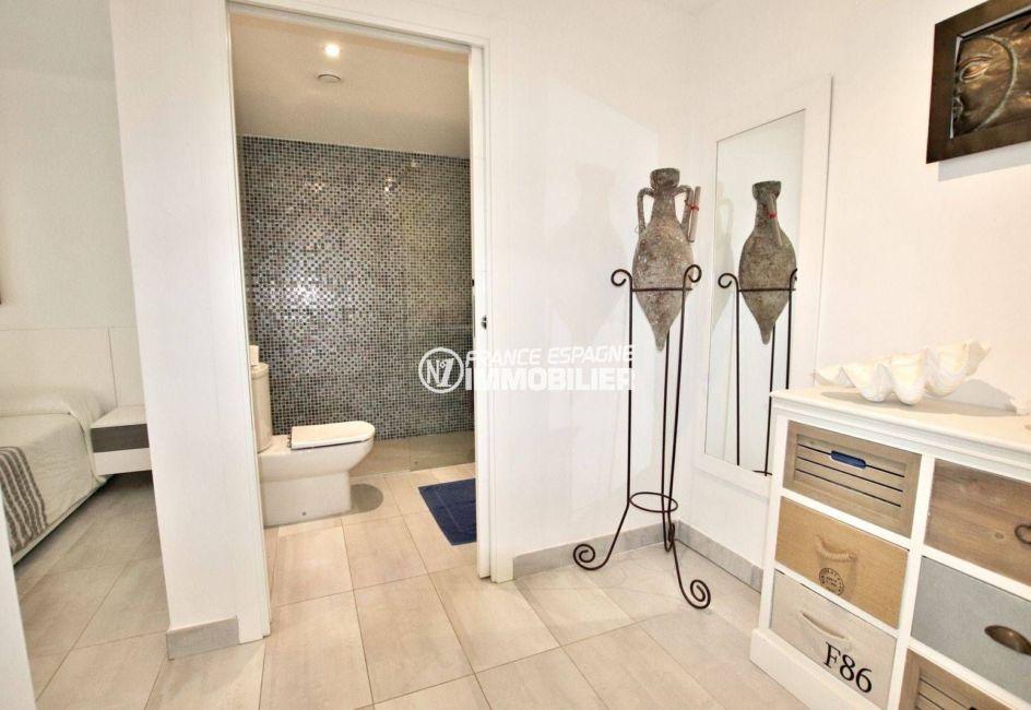 immobilier espagne costa brava: appartement ref.3768, suite parentale aperçu de l'accès à la salle d'eau
