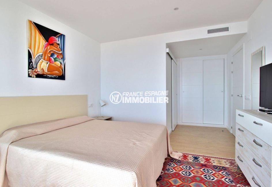 appartement à vendre à rosas espagne, parking, suite parentale avec salle d'eau attenante