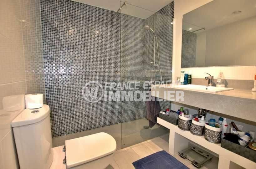 appartement costa brava, ref.3768, salle d'eau de la suite parentale