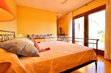 achat maison costa brava bord de mer, 362 m², première chambre lit double accès terrasse