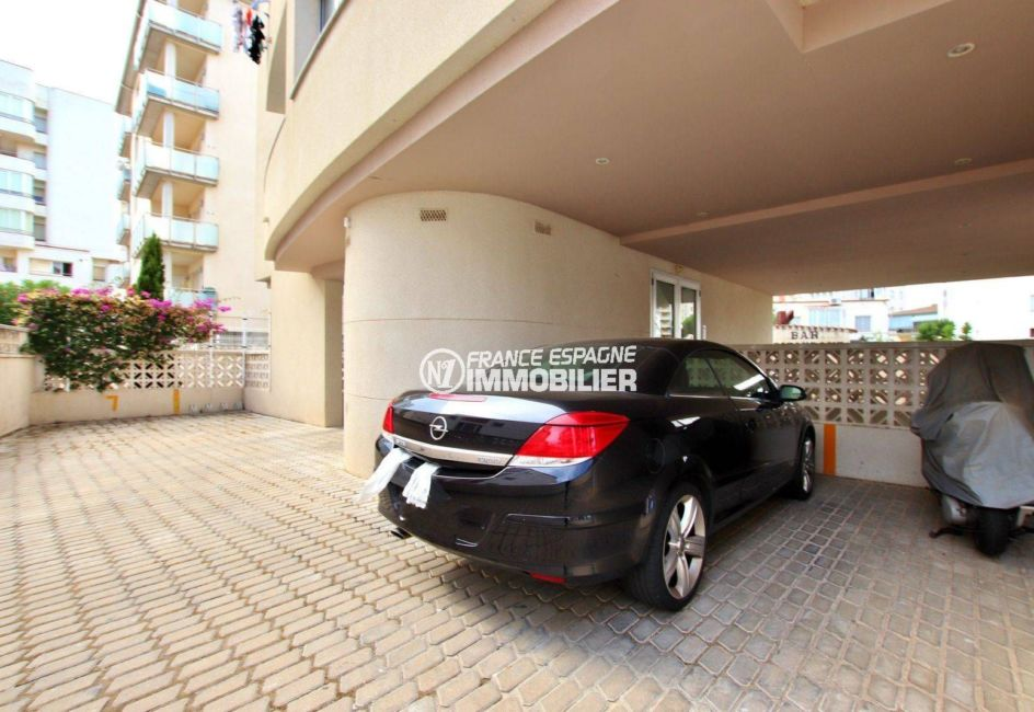 appartement costa brava, ref.3749, aperçu du parking privé