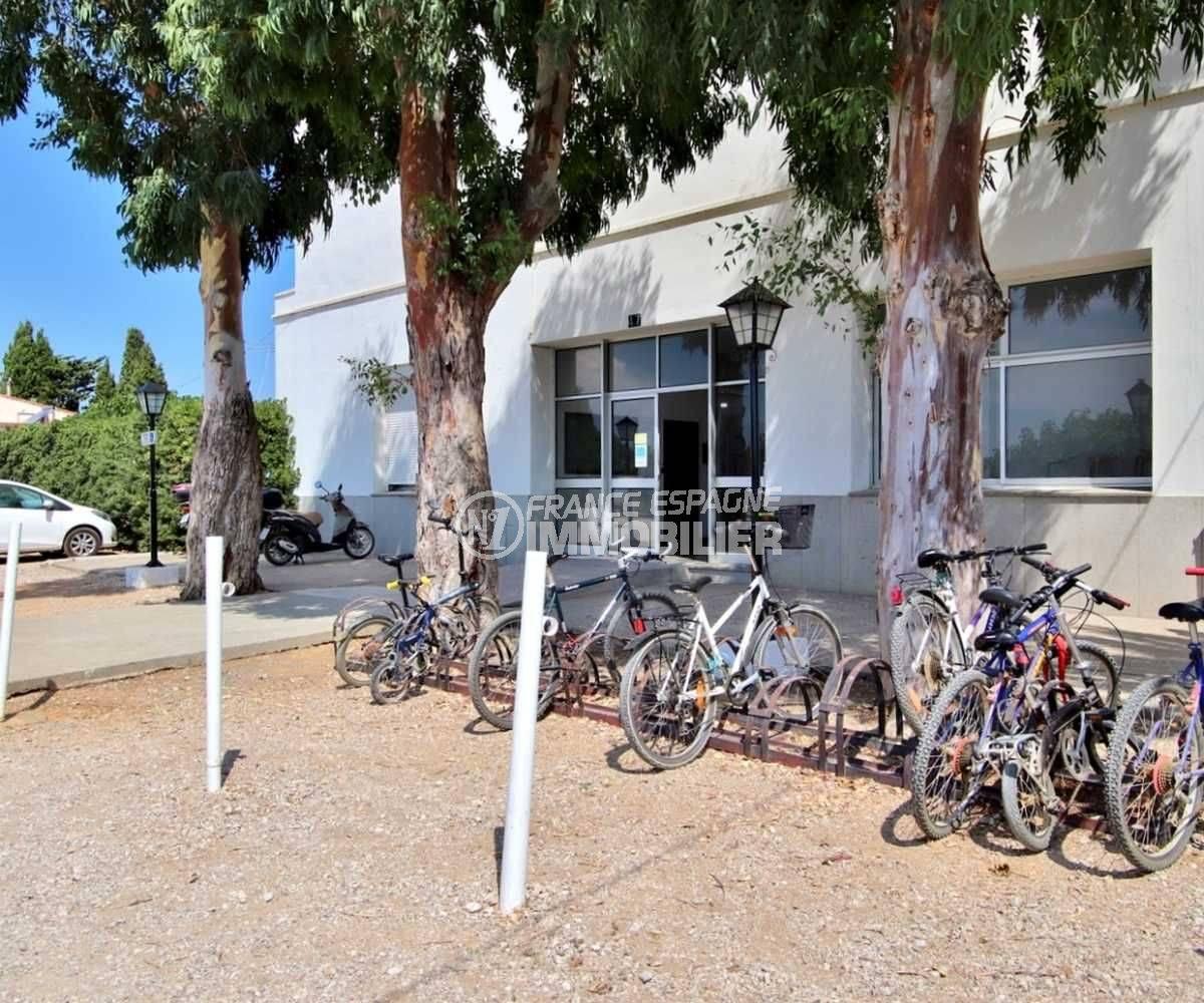 la costa brava: studio 27 m², secteur résidentiel parking vélo mis à disposition