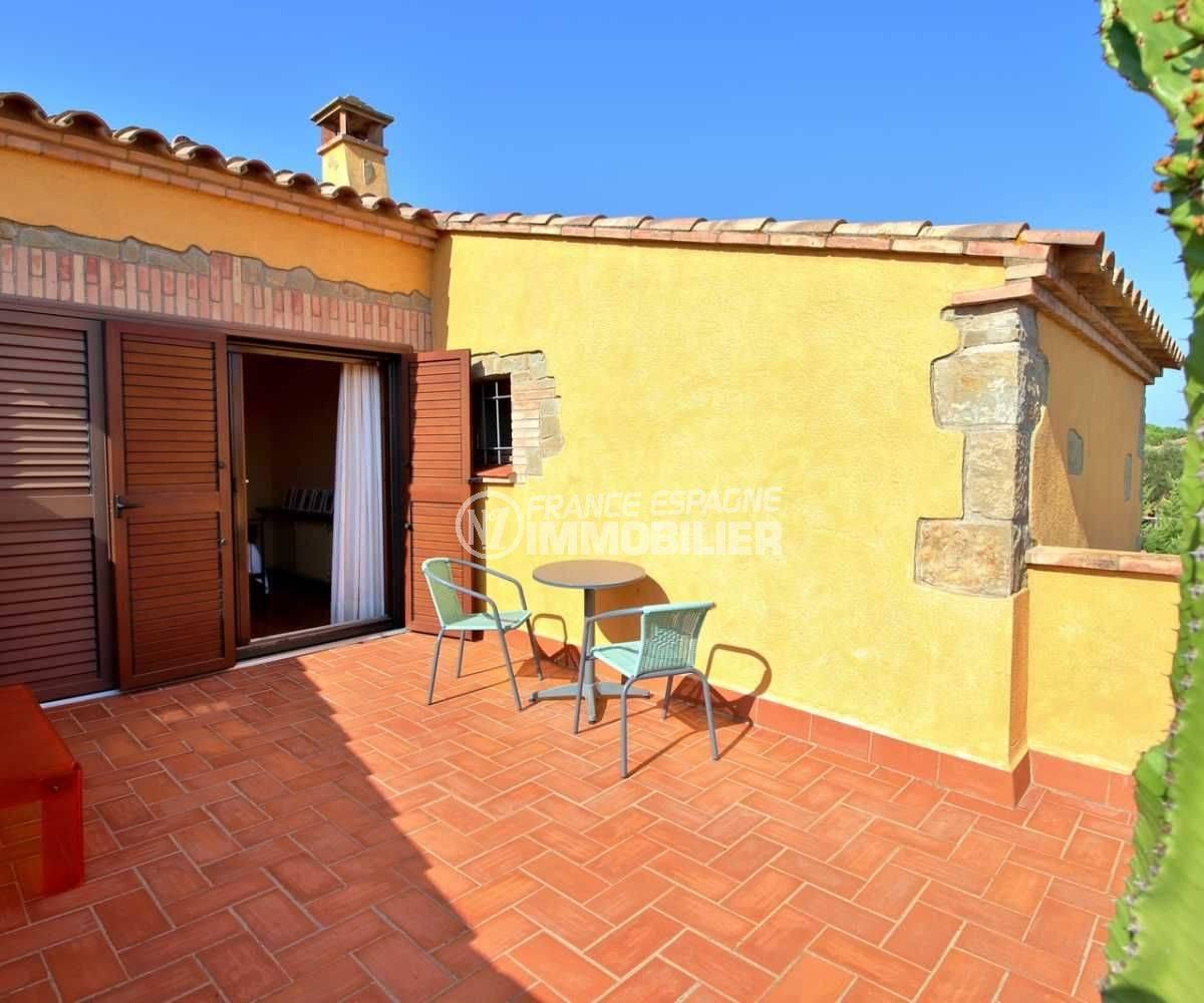 achat villa costa brava, ref.3762, terrasse espace détente accès à la première chambre