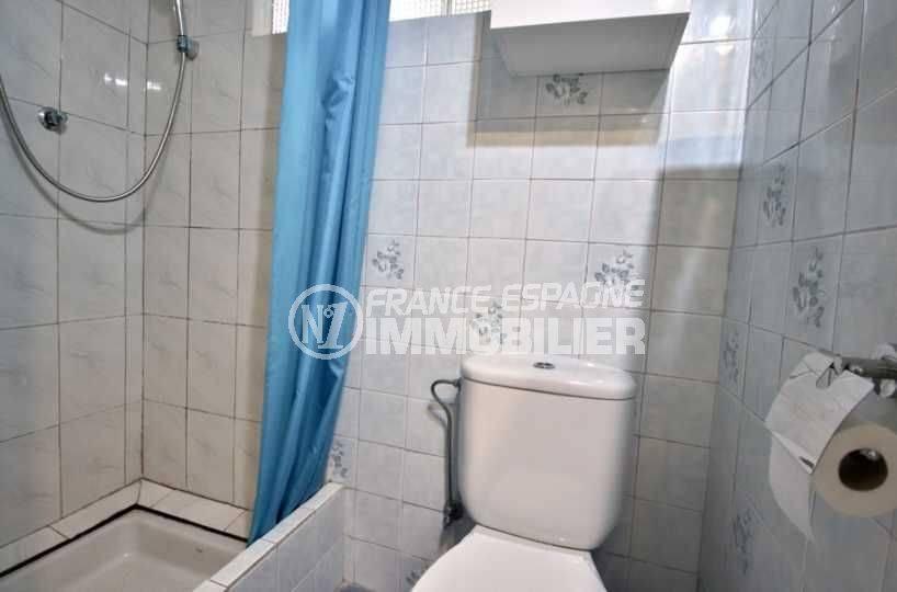 appartement costa brava, ref.3767, aperçu salle d'eau coté douche