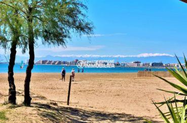 balade près de la plage et de la côte environnante
