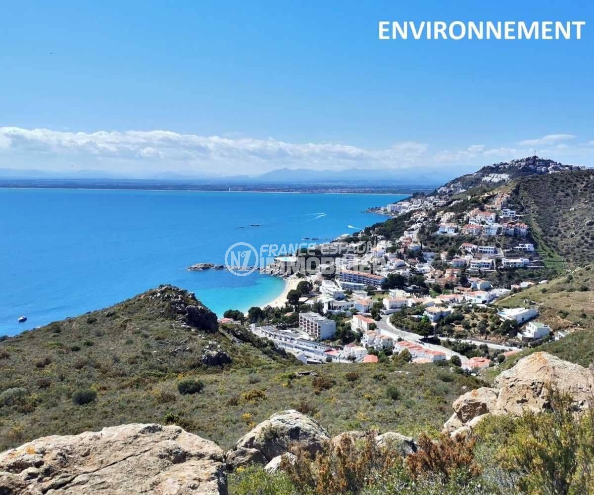 sublime paysage entre mer et montagnes aux environs
