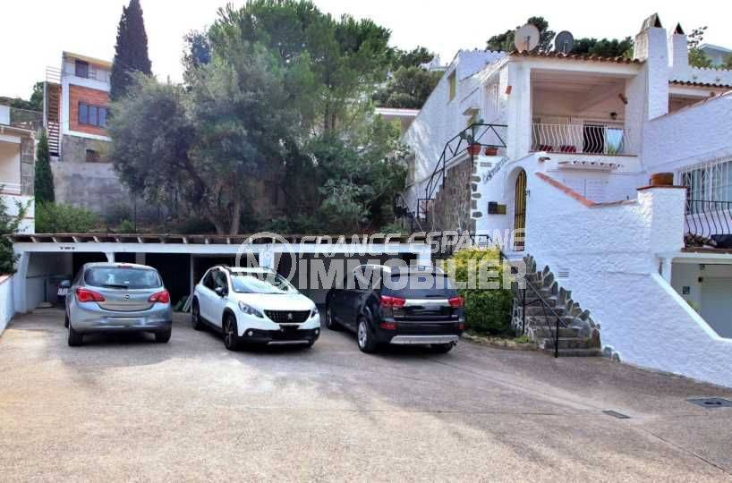 immobilier rosas espagne: appartement ref.3767, parking extérieur privé devant petit box