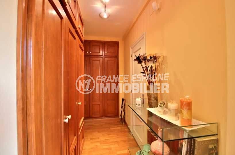 maison à vendre en espagne costa brava, 362 m², couloir avec des rangements