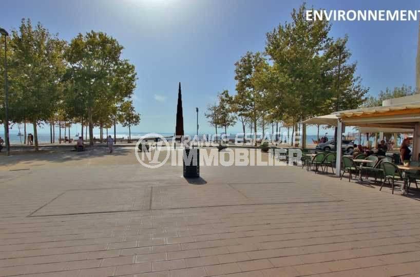 appartement a vendre costa brava, ref.3768, aperçu terrasse de restaurant proche plage, aux alentours