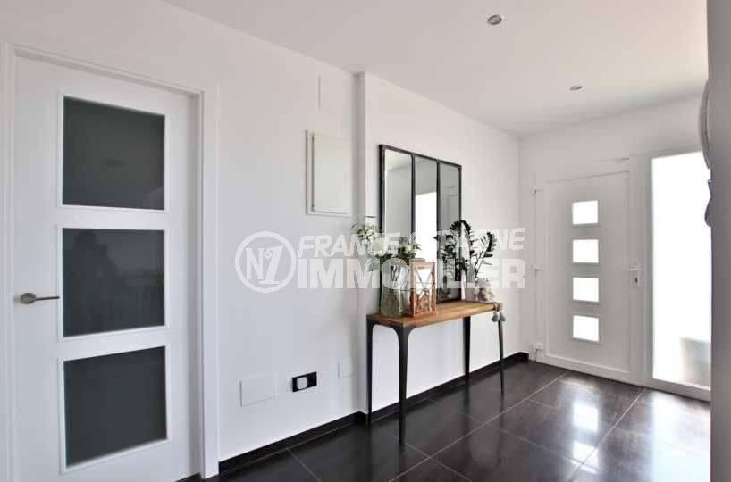 immobilier costa brava: villa 241 m², hall d'entrée avec un bel espace