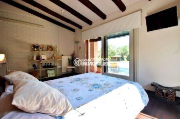 costabrava immo: villa piscine, deuxième chambre avec lit double accès terrasse