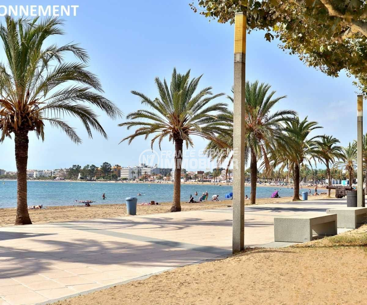 immobilier roses: appartement ref.3768, promenade le long de la plage