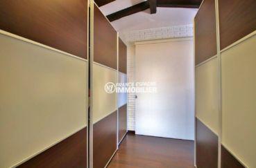 costa brava maison a vendre, jacuzzi et sauna, aperçu du grand dressing