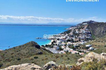 paysage magnifique des montagnes et de la mer à proximité