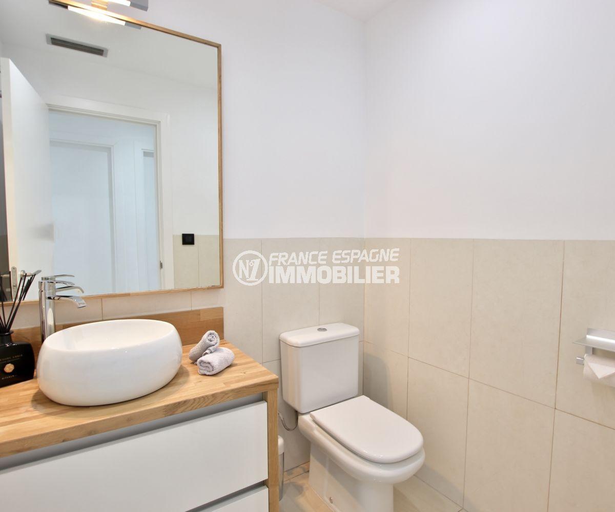 acheter maison costa brava, palau saverdera, salle d'eau avec vasque et wc