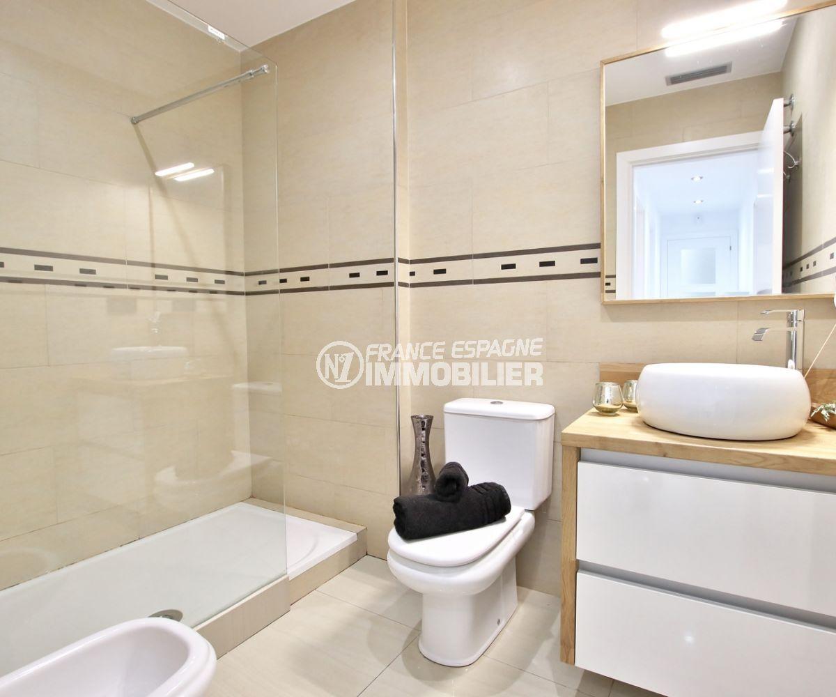 agences immobilieres roses: villa 241 m², salle d'eau avec douche à l'italienne