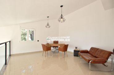 immobilier rosas espagne vente: villa 241 m², espace bureau aménagé en mezzanine possible chambre