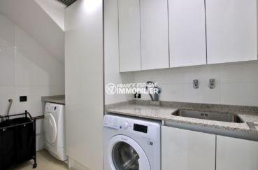 vente maison costa brava, garage, buanderie équipée avec lavabo et rangements