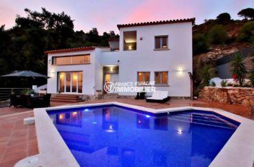 rosas en espagne: villa 241 m² construit sur un terrain de 930 m² avec piscine au sel