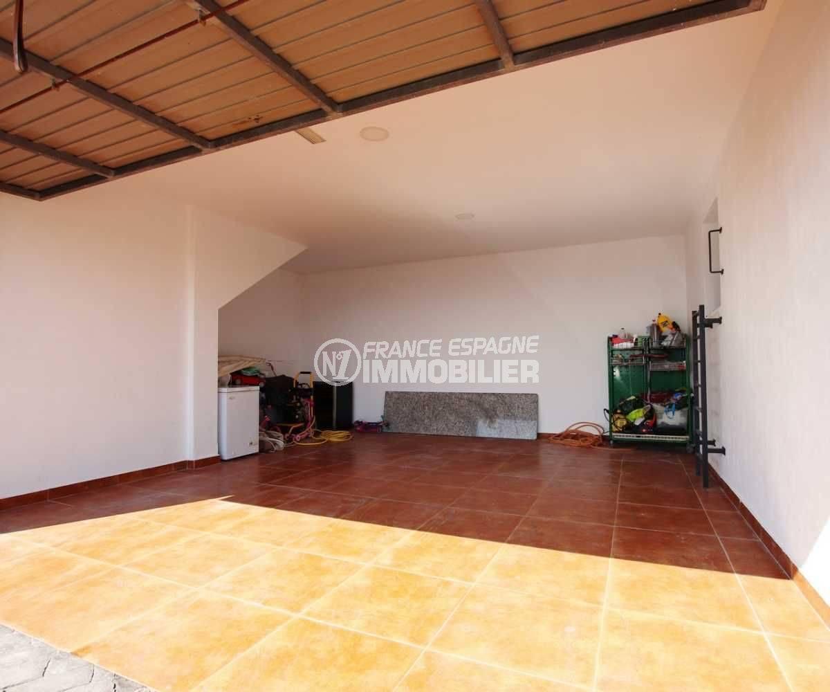 maison a vendre espagne bord de mer, palau saverdera, grand garage de 30 m², porte automatique