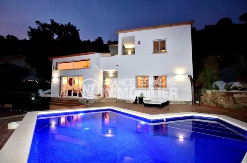 achat maison espagne costa brava, proche plage, piscine au sel et douche solaire
