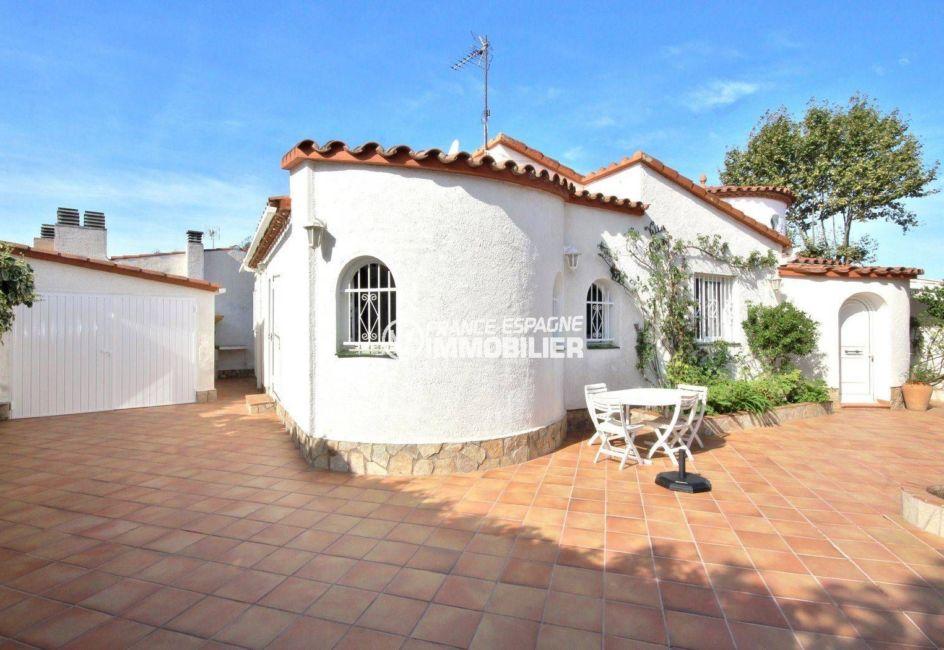 immo empuriabrava: villa plain-pied avec garage, possibilité pisicne, secteur prisé
