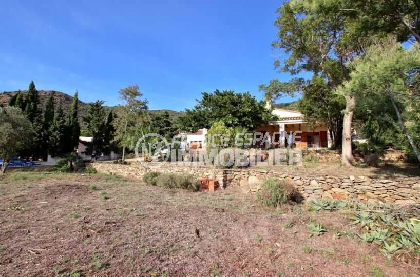 immobilier costa brava: villa dans secteur résidentiel calme à pau proche roses, garage, possibilité piscine