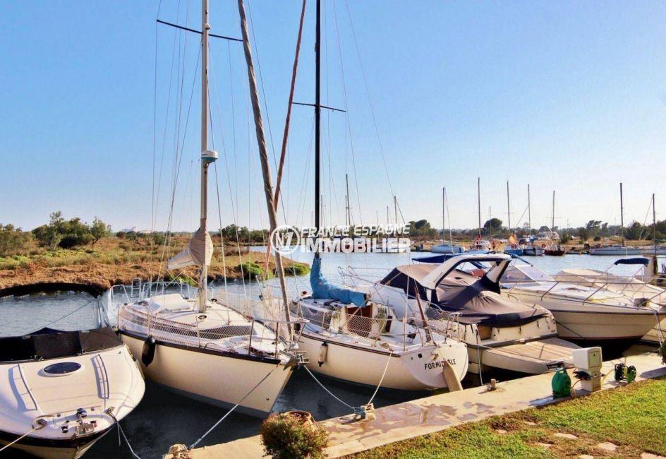 appartement a vendre rosas, terrasse vue canal et parc naturel, possibilité amarre, proche plage