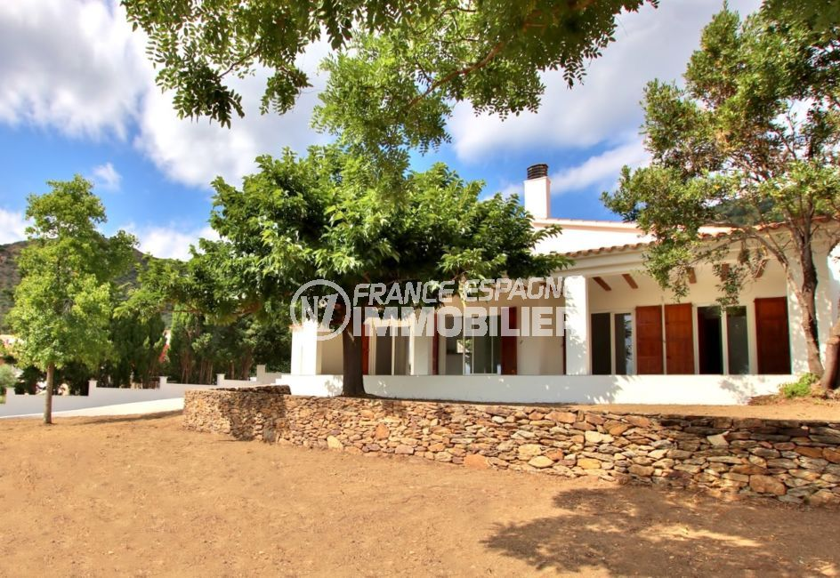 maison a vendre rosas, villa rénovée secteur résidentiel calme, garage, possibilité piscine