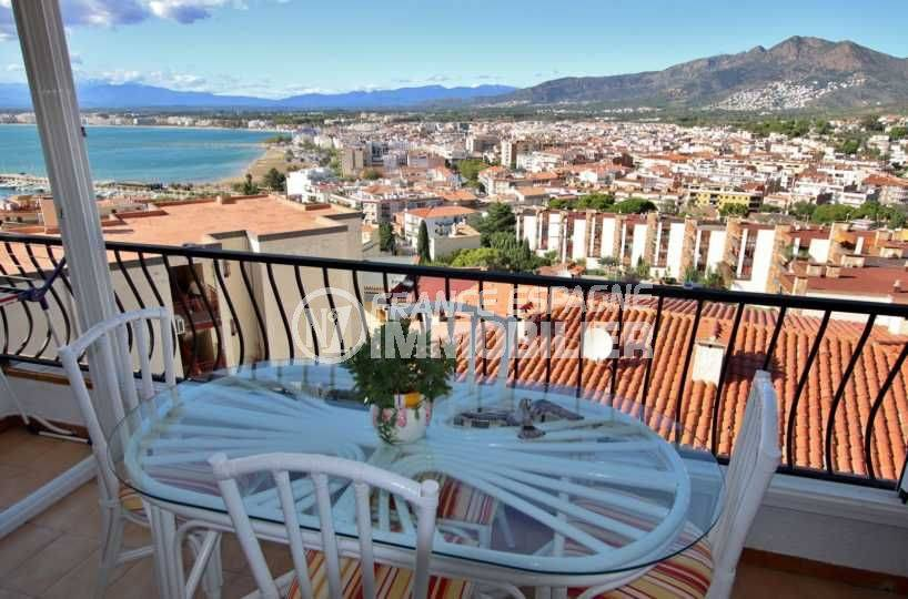 appartement a vendre a rosas, terrasse véranda avec vue mer