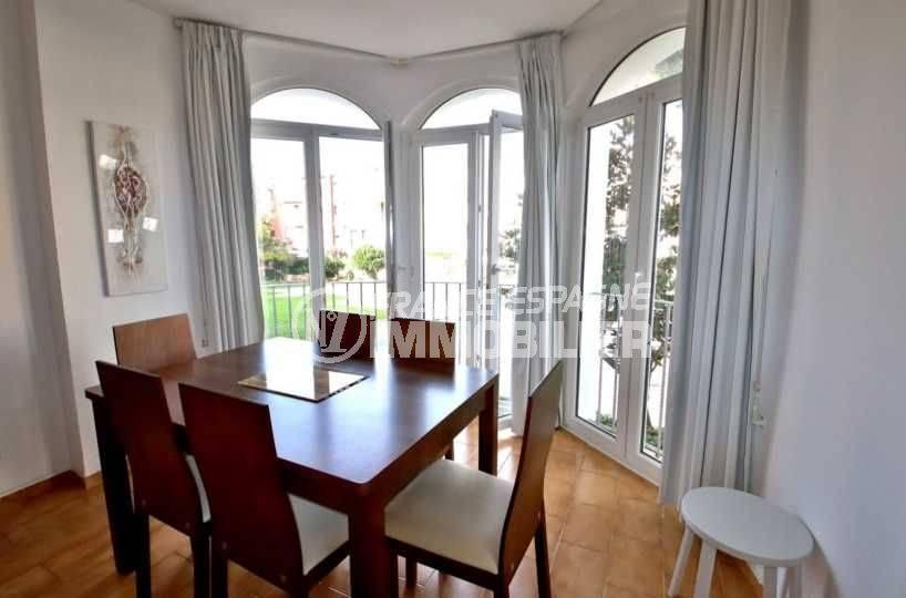 immobilier costa brava: appartement ref.3789, séjour coté salle à manger