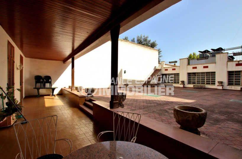 agence immobiliere costa brava: villa immeuble avec possibilité 2 appartements au centre-ville de figueres