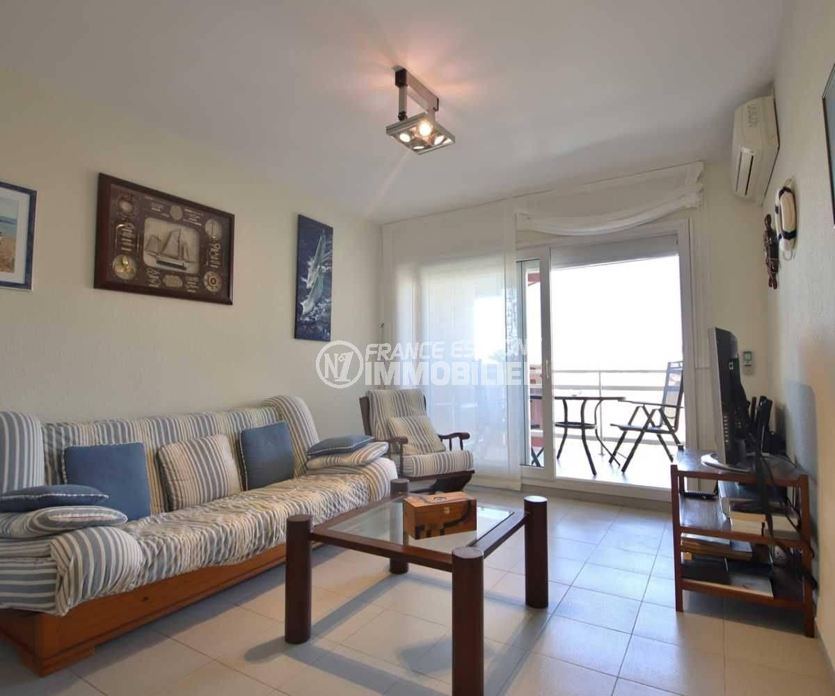 immo roses: appartement ref.3782, séjour avec accès terrasse