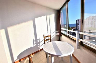 immo roses: appartement ref.3779, terrasse véranda de 6 m² avec une belle vue mer