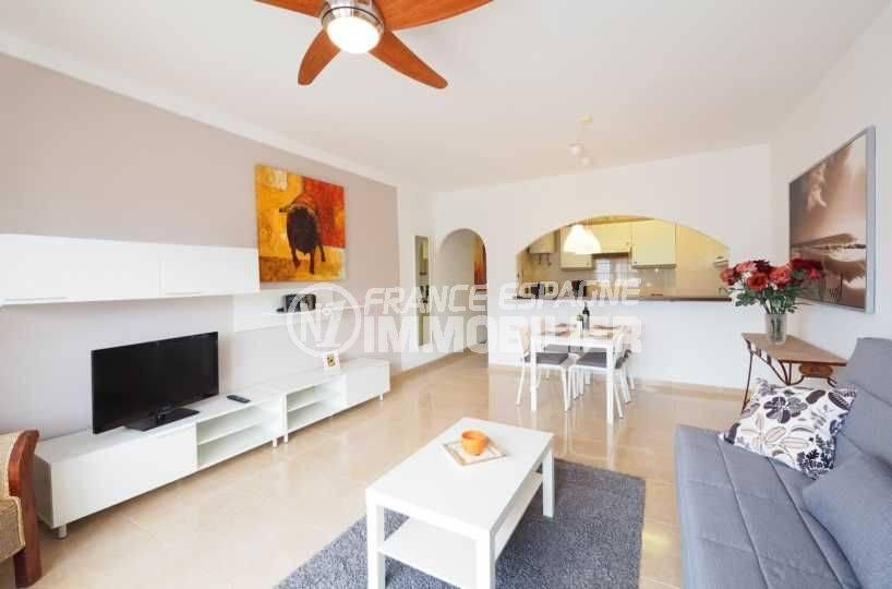 immo empuriabrava: appartement ref.3783, vue séjour, salle à manger et cuisine américaine au fond