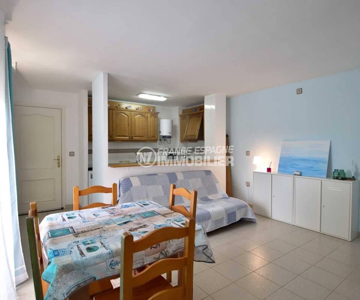 agence immobiliere costa brava: appartement 41 m², salon / séjour avec cuisine ouverte