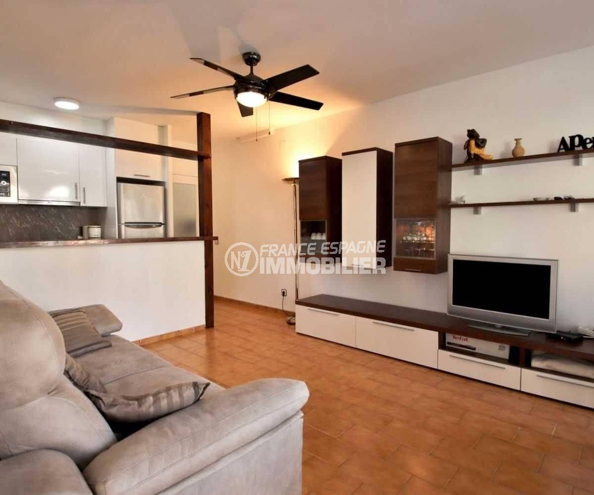 immobilier ampuriabrava: appartement ref.3789, séjour et bar de la cuisine américaine