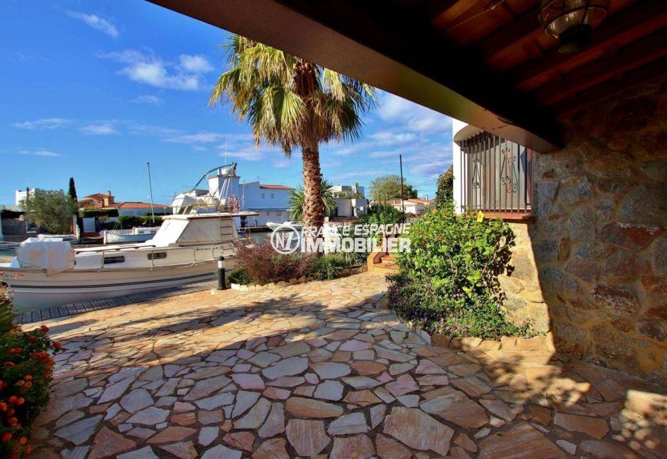 agence immobilière roses: villa 292 m², accès à l'amarre depuis la résidence