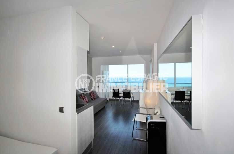 immo empuriabrava: studio 29 m²  vue mer à 50 m de la plage, ref.3772