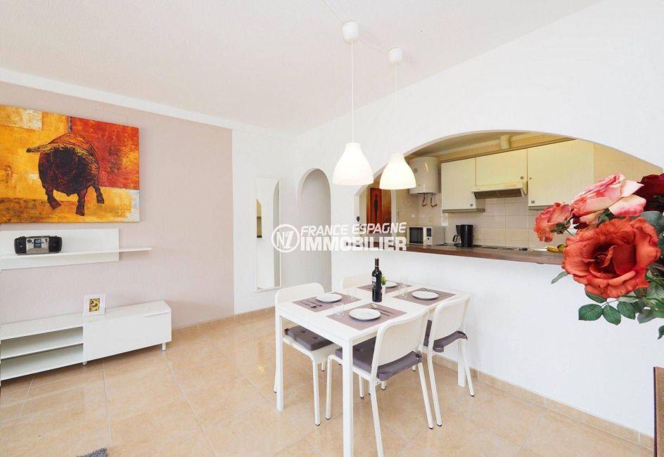 immobilier ampuriabrava: appartement ref.3783, aperçu pièce principale coté salle à manger