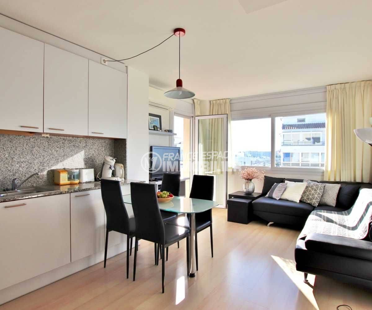 appartement a vendre costa brava, ref.3776, pièce principale, coté cuisine et salle à manger