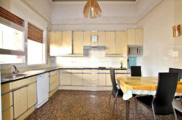 agence immobiliere costa brava espagne: villa 402 m², cuisine indépendante et fonctionnelle