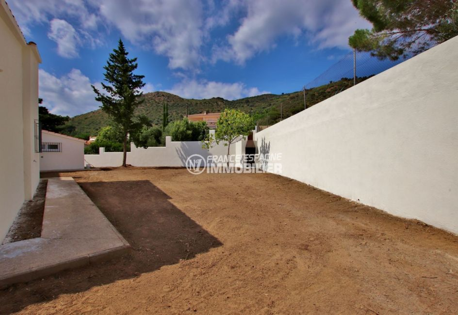 agence immobilière roses: villa 167 m², parking sur cour intérieure pour plusieurs voitures