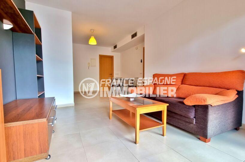 appartement a vendre a rosas, 3 pièces 68 m² 2 chambres, salon lumineux avec climatisation