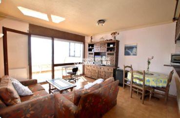 immo roses: appartement ref.3774, séjour lumineux avec accèsd terrasse