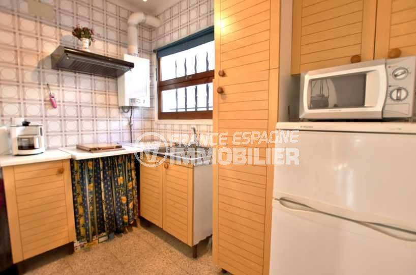 maison costa brava, ref.3773, vue rapprochée de l'aménagement de la cuisine