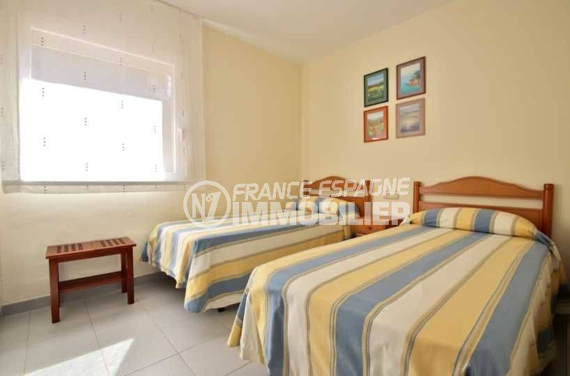 agence immobiliere roses espagne: appartement ref.3782, chambre 1 avec deux lits